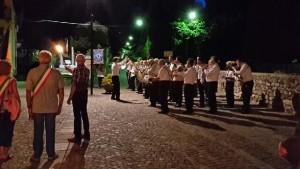 Die Banda Cittadini von Torre Pellice spielte Partisanenlieder und die italienische Hymne, 200 Bürger aus Torre Pellice waren gekommen, um der Zeremonie beizuwohnen. Die Banda Cittadini von Torre Pellice spielte Partisanenlieder und die italienische