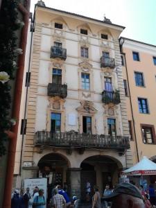 Ein Patrizierhaus in Saluzzo. Das Altbürgermeister-Ehepaar Claudio und Carlotta Bertalot führen durch Altstadt und Handwerkermarkt
